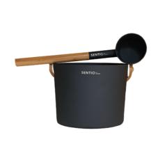 Saunakübel aus schwarz, mit passender Kelle